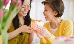 Tư vấn tặng quà và Chọn quà ý nghĩa tặng mẹ chồng tương lai
